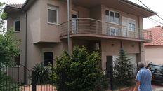 Kuća sa tri velika stana na Paliluli