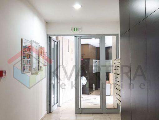 Centar, Žorža Klemansoa, LUX novogradnja – LUX opremljen, 3.0 soban, uknjižen, 74 m2, 650 eur/m2 - slika 2
