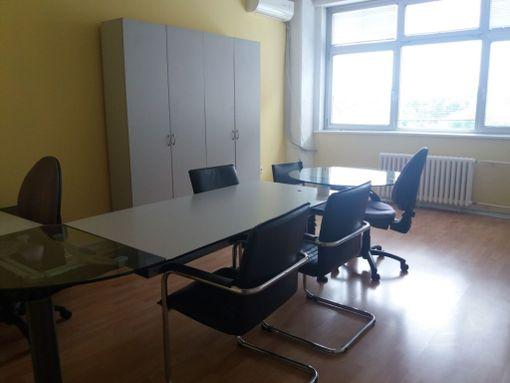 Namešten kancelarijski prostor u YBC - slika 2