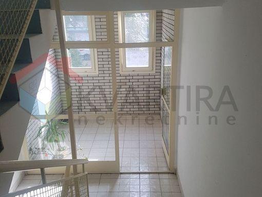 Novi Beograd, odličan stan u ul. Klare Cetkin, 3.0 soban, uknjižen 76m2, 1.935 eur/m2  - slika 3