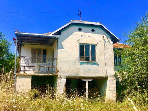 Kuća sa zemljištem - slika 2