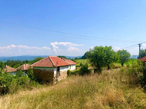 Kuća sa zemljištem - slika 3