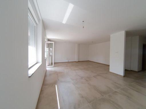 Nov četvorosoban stan, Telep, sa povratom PDV-a! Gratis parking mesto - slika 2