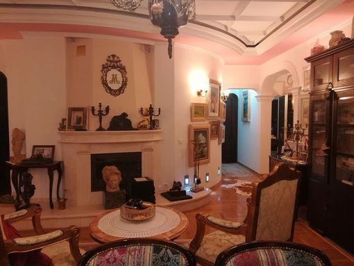 Beli dvor, dva  stana sa garažom i parking mestom u elitnom delu  Beograda - slika 2