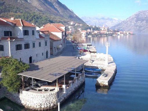 Kotor, Prčanj – dvije restaurirane kamene kuće sa restoranom, na prvoj liniji do mora - slika 2