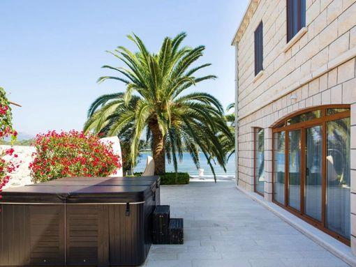 Tivat, Krtole – ekskluzivna vila u prvom redu od mora, sa pontom - slika 2