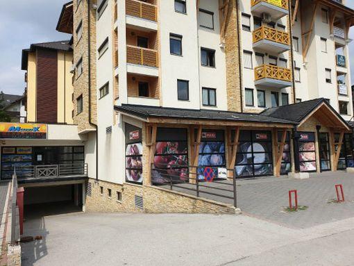 Prodajem lokal u centru Zlatibora,zgrada Maxija. - slika 2