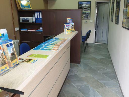 Prodajem lokal u centru Zlatibora,zgrada Maxija. - slika 3