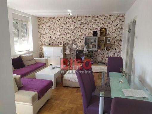 Prelep dvosoban stan u Cara Dušana!!! - slika 2