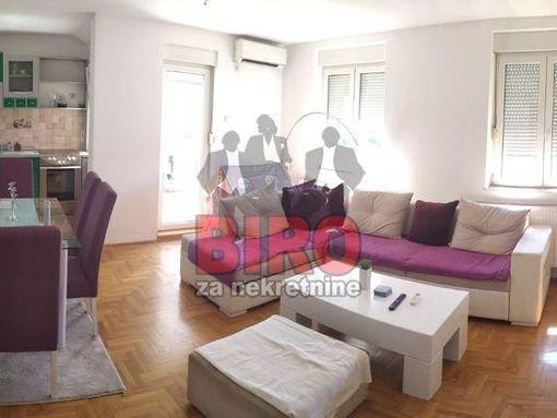 Prelep dvosoban stan u Cara Dušana!!! - slika 3