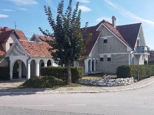 Kvalitetna porodična kuća sa poslovnim prostorom - slika 3