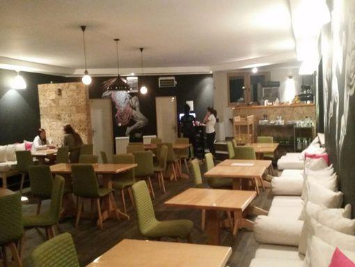 Senjak centar moderan kafe i restoran od 140m2 sa atraktivno baštom izdajem za stalno ! - slika 2