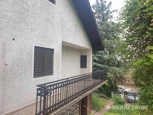 Prodaje se četvorosobna spratna vikendica u Rakovcu, pogodna za odmor i život 39.500! - slika 3