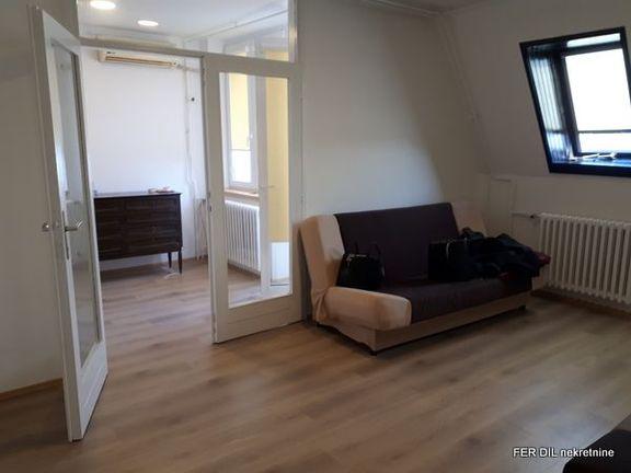 1,0 Dorćol, ul. Dunavski kej 40m2, lođa, VII/8, lift, CG, renoviran, pogled na Dunav