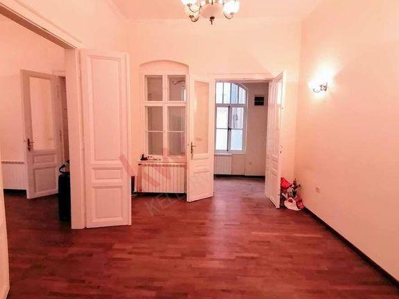 Izuzetno atraktivan četvorosoban, salonski stan, lociran na samom Dunavskom Keju