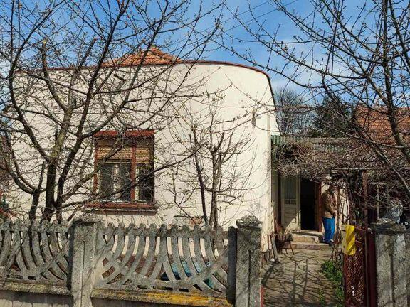 POVOLJNO! Prodaja kuće u centru Paraćina