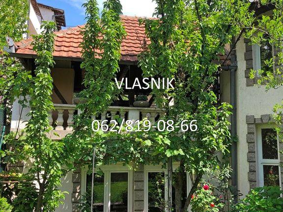 Vlasnik prodaje kuću od 400m2 i 4 ara placa, blizu Voulez-Vous-a