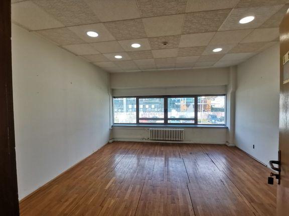Izdaje se poslovni prostor 128m2 u bloku 65