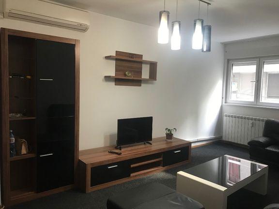 Novogradnja+ garaža, D. Tucovica- stambeni ili poslovni prostor