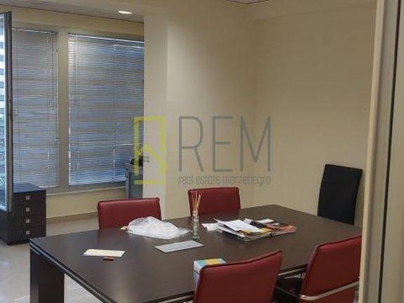 Izdavanje, poslovni prostor 130 m2, Preko Morace