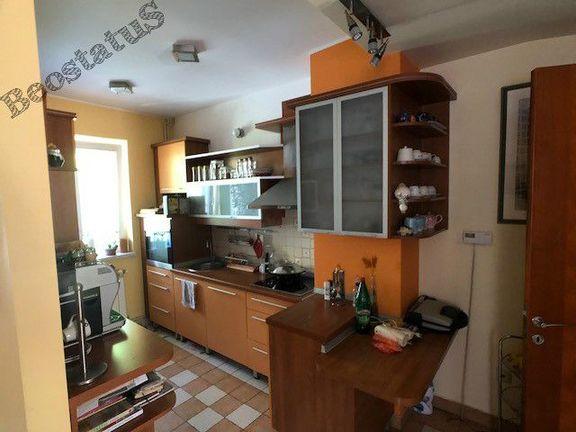 Voždovac, Bilećka, kuća 500m2 sa 2 odvojena stana