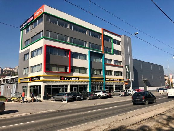 Kvalitetan poslovni prostor od 2*410 m2 u Rakovici