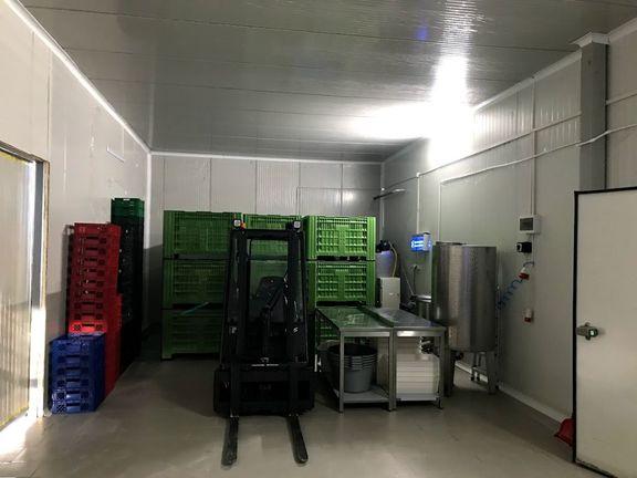 Izdajem Hladnjaču sa prostorom za preradu i manipulaciju robe na samo 35km od Novog Sada