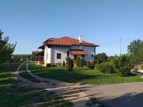 Kuća sa imanjem i voćnjakom,Podnožje Kosmaja