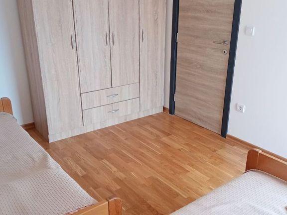 Namešten dvosoban stan Kneževac - Rakovica