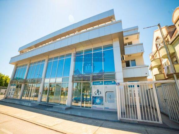 Poslovna zgrada na tri nivoa!!! Jedinstven objekat u gradu!!!