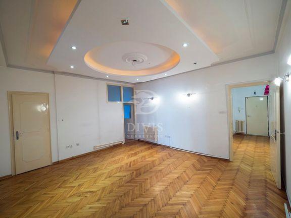 Četvorosoban salonski stan u Resavskoj ulici, Vračar, 114m2