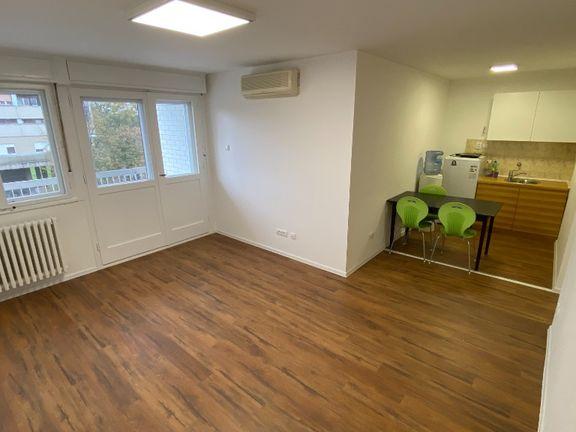Poslovni prostor u zgradi 51 m2 sa garaznim mestom rezervisanim