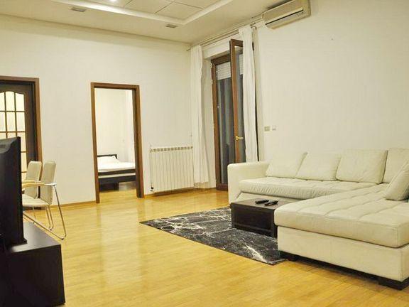 Izdaje se stan u strogom centru Beograda