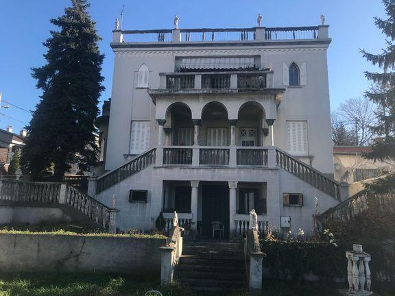 Vila sa četiri stambene celine Senjak