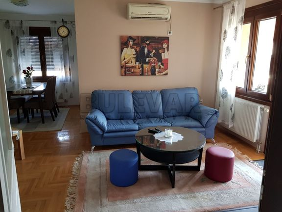 Izdaje se dvoiposoban stan u blizini Čaira 60m2 300e, ODLIČNA PONUDA.