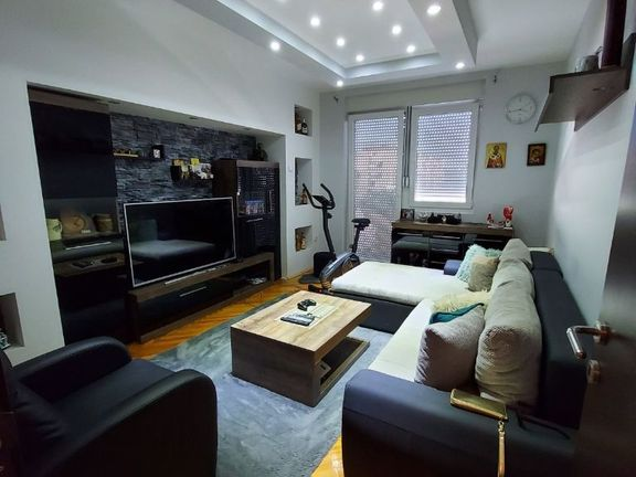 Prodajem lux renoviran dvosoban stan