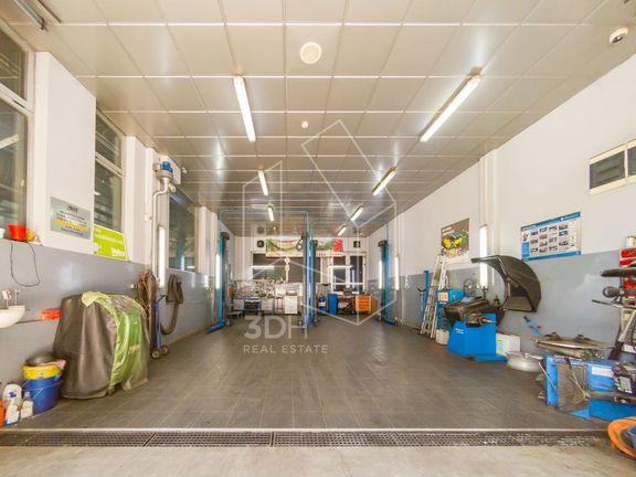 Poslovni prostor 370m2, vrhunska lokacija, Autokomanda