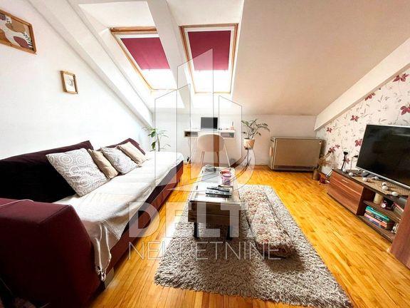Jednoiposoban stan u novijoj zgradi na Panteleju
