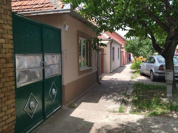 Pančevo-Karađorđeva-slatka kuća sa vrtom