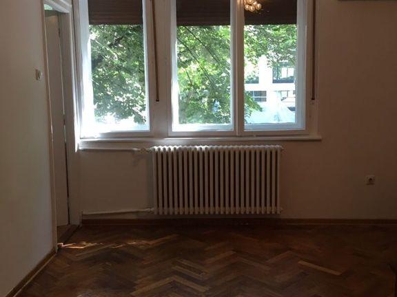 Trg politika, stan u strogom centru Beograda, pogodan za stanovanje i za poslovni prostor