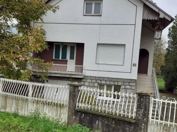 Prodaje se lepa kuća u Pinosavi,podno Avale,P+1,209m2