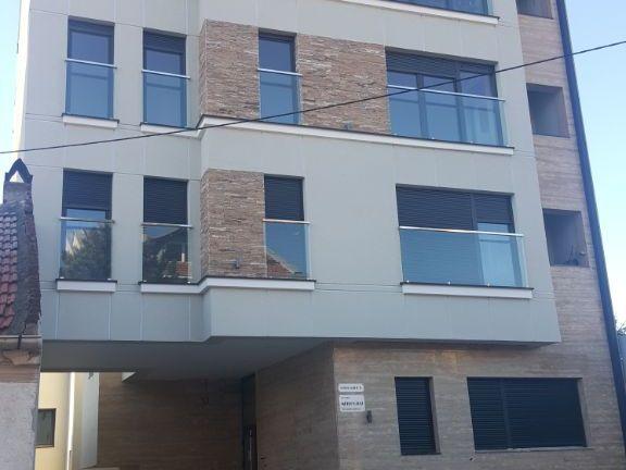 Prodajem uknjizen lux dvoiposoban stan Zvezdara,Vojvode Blazete 36, 60 m2, prizemlje, DVORISTE 30 m2