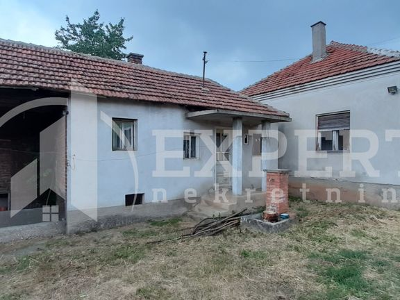 Kuća sa placem i pomoćnim objektima, Novo Selo