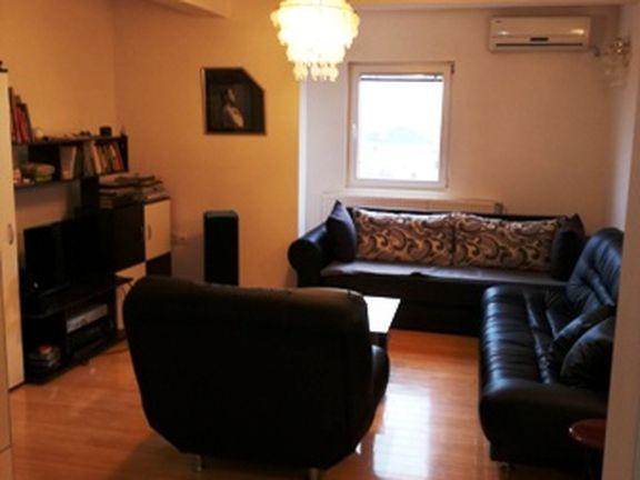 3.0 nov namešten stan na Altini