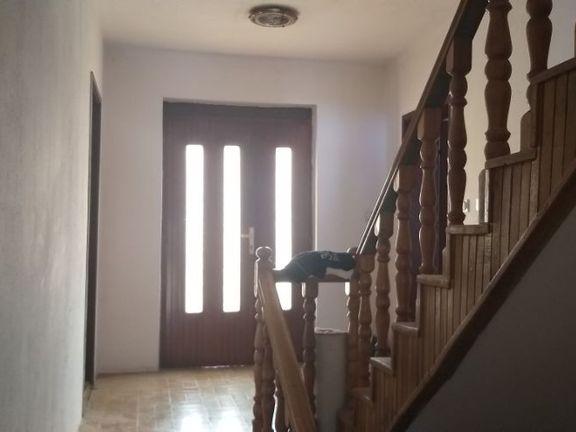 Prodajem kucu od 290 m2 u najlepsem delu V.plane !