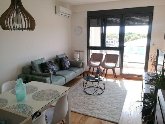 Voždove Kapije, 2.0 stan, 48 m2, luksuzno opremljen, garazno mesto