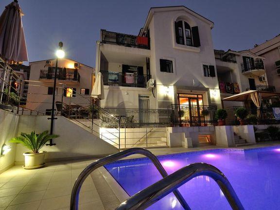 Budva, Petrovac – mini hotel sa 20 apartmana