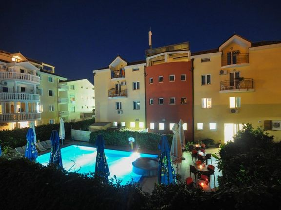 Budva, centar – hotel sa 24 apartmana i sobe