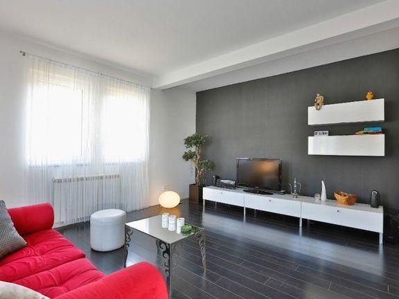 Prestizan dizajn i udobnost/ novogradnja/ garaza -DEDINJE