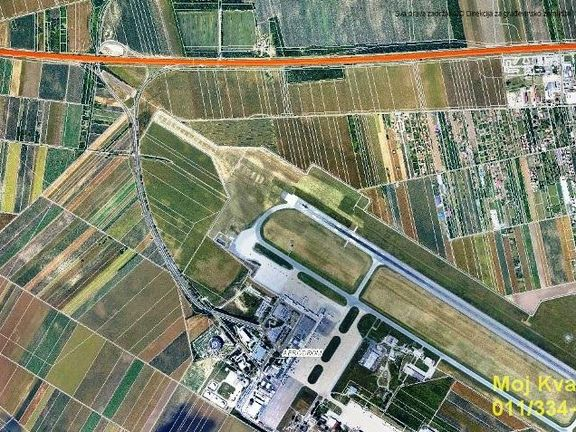 Surčin - kod Aerodroma Nikola Tesla, plac 222 ara